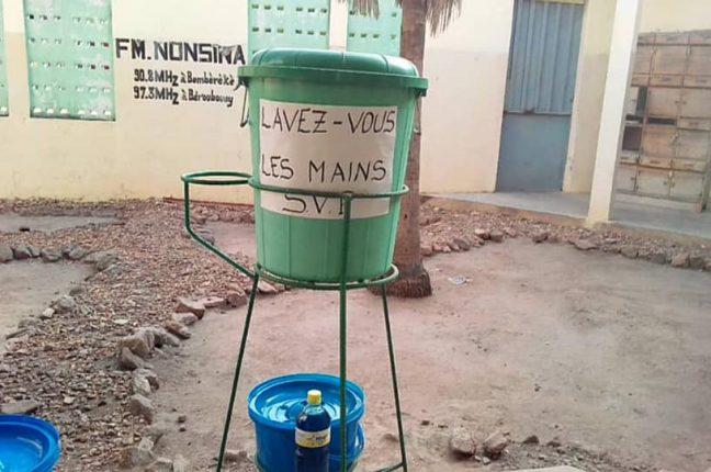 Lave-mains de la Radio FM Nonsina